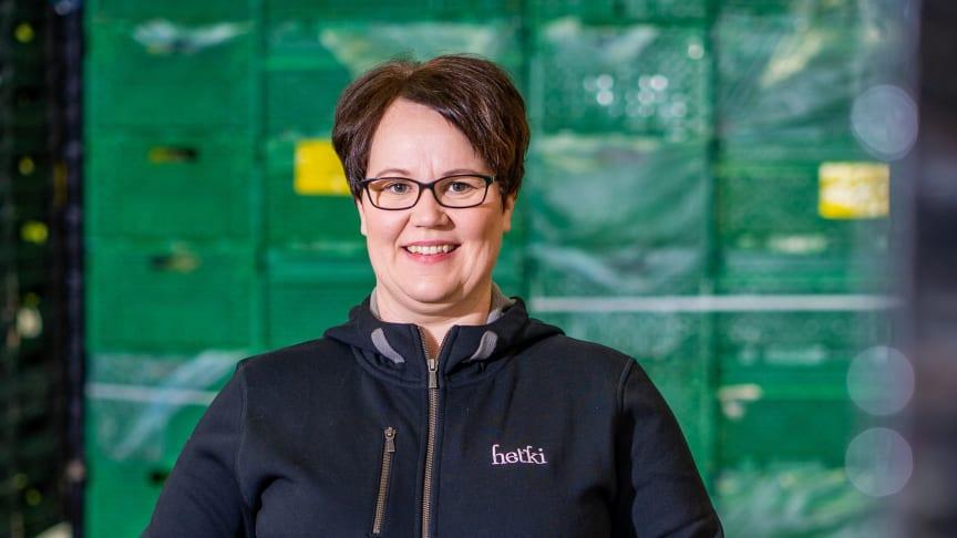 Projektipäällikkö Sanna Mikkola iloitsee yhteisistä saavutuksista.