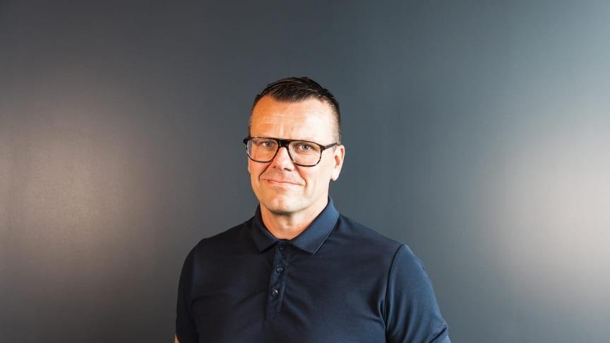 Lofoten: Roy Ekrem skal lede Toyota forhandleren Nordvik AS i Svolvær. Foto: Drone Nord AS. Høyoppløselig bilde i bunnen av artikkelen.