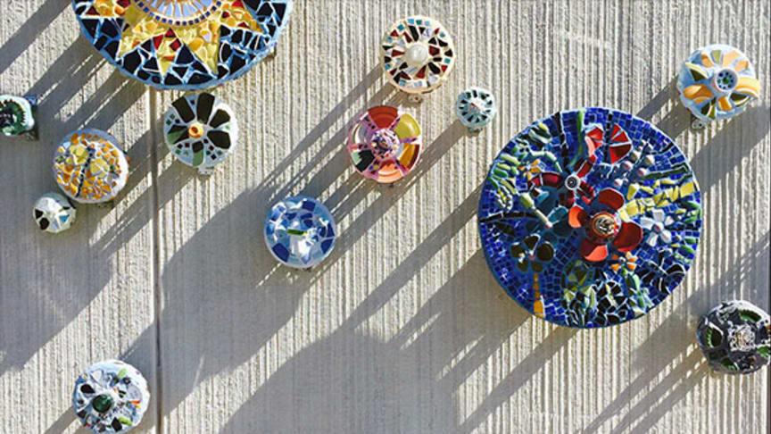 Invigning av mosaikutsmyckning på St. Botvids Gymnasiesärskola