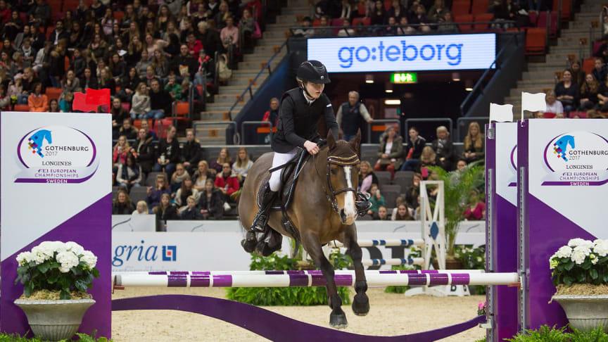 Tiffani Ling från Nääs Hästsportförening och stoet Jessie. Fotograf: Natalie Greppi