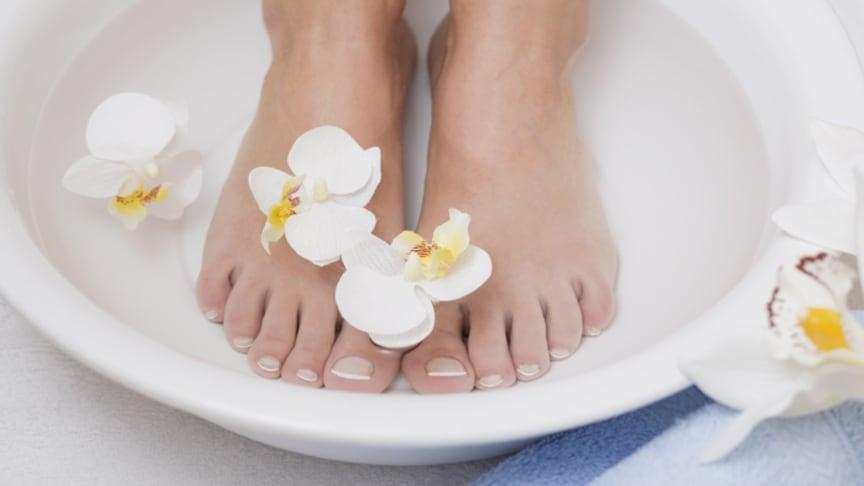 Fußbäder mit Menthol sorgen für angenehme Erfrischung. Bild: Superfood | fotolia