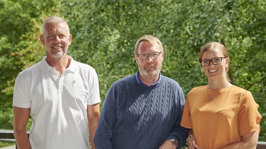 Ekbackeskolans rektor Anders Johansson i mitten, tillsammans med Niclas Blomkvist och Johanna Bergman, B Innovation