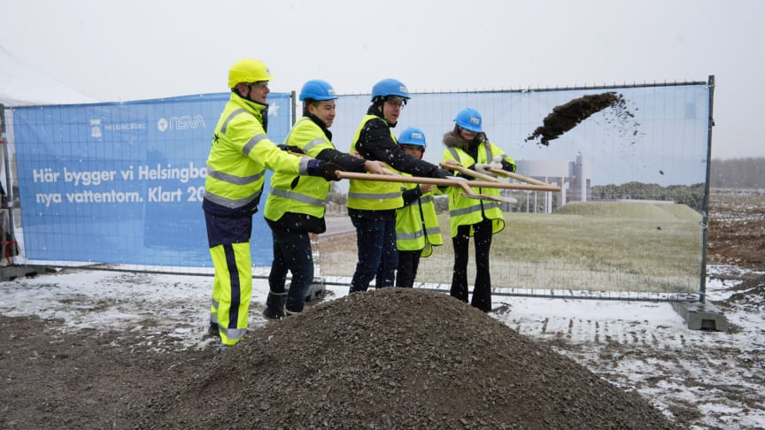 Nu är första spadtaget för Helsingborgs nya vattentorn taget! Höll i spaden gjorde Jörgen Flink, Christian Orsing, Magnus Jälminger, Johan Lindberg och Emma Hadmyr.