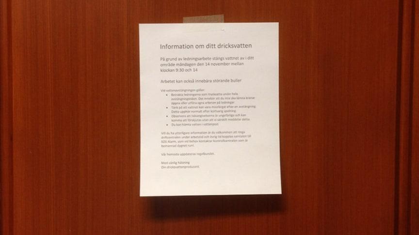 Framsidesbild: Fotomontage av informationslapp uppsatt på dörr vid planerad avstängning, Mia Bondelind, Chalmers