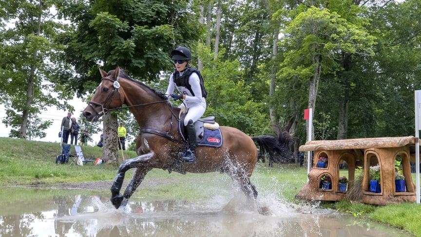 Ebba Adnervik är regerande svensk mästare i fälttävlan. Hon finns med i startfältet i år också. Foto: Roland Thunholm