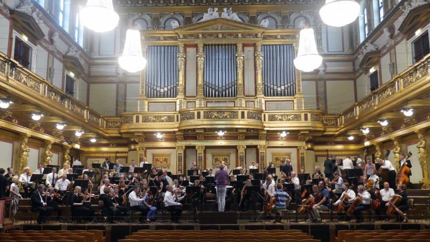 Repetition i Musikverein 10 juni 2018. SON och dirigent Christian Lindberg. Foto SON.