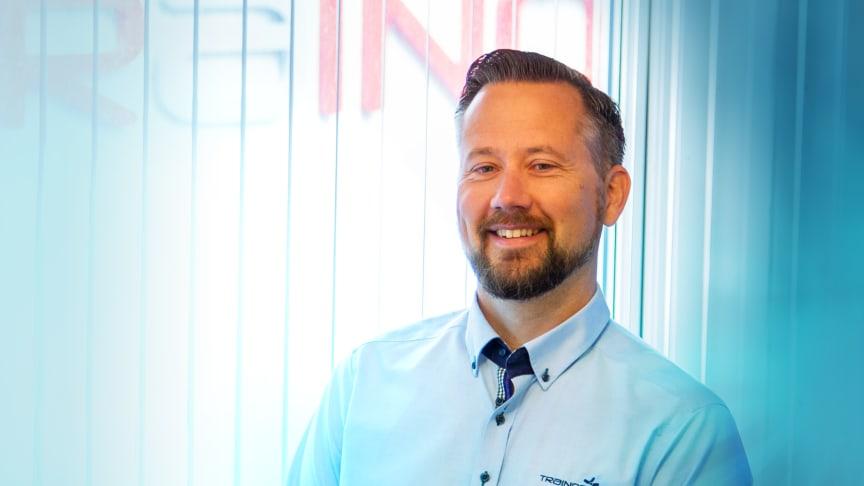 Daglig leder i Trainor Elsikkerhet AS, Stian Martinsen, har hatt en spennende reise i eget selskap, og finner stadig nye mål å strekke seg mot. Foto: Trainor