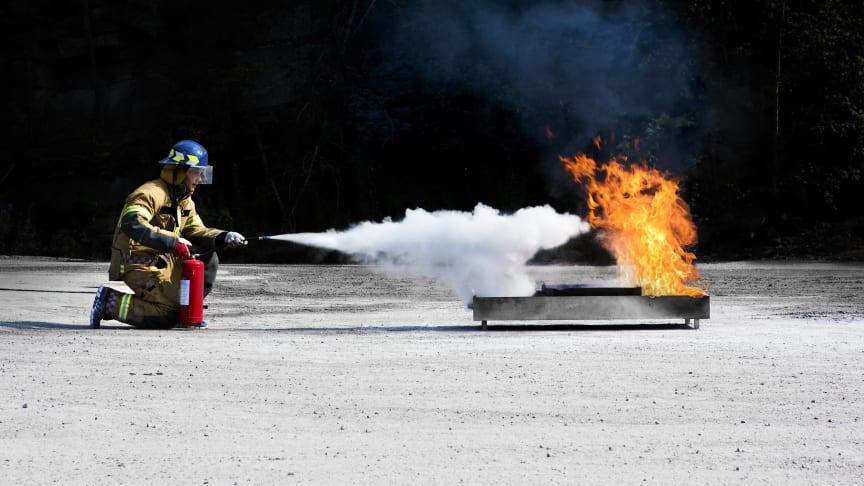 E-læring fra Trainor og slokkeøvelse på en av Firesafes mange lokasjoner, gir effektiv og fleksibel gjennomføring av varme arbeider-sertifiseringen. Foto: Firesafe