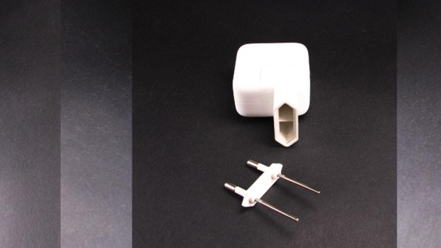 Stiften lossnade från USB-laddaren, satt kvar i vägguttaget.