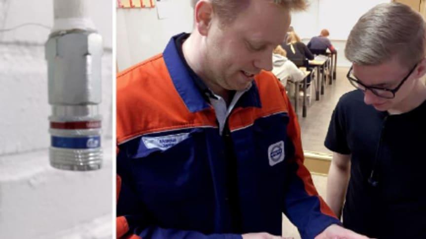 Marcus Jerne – lärare vi Volvo Gymnasiet visar eSafe för en av sina elever.