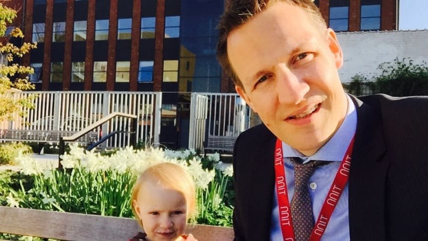 Kasper S. Andersen lives in Utterslev (Greater Copenhagen, DK), a stone's throw from the NNIT HQ. He is 42, lives with Hannah and is the father of three girls aged 3, 7 and 10. Home life is hectic, which suits Kasper as he enjoys a busy atmosphere.