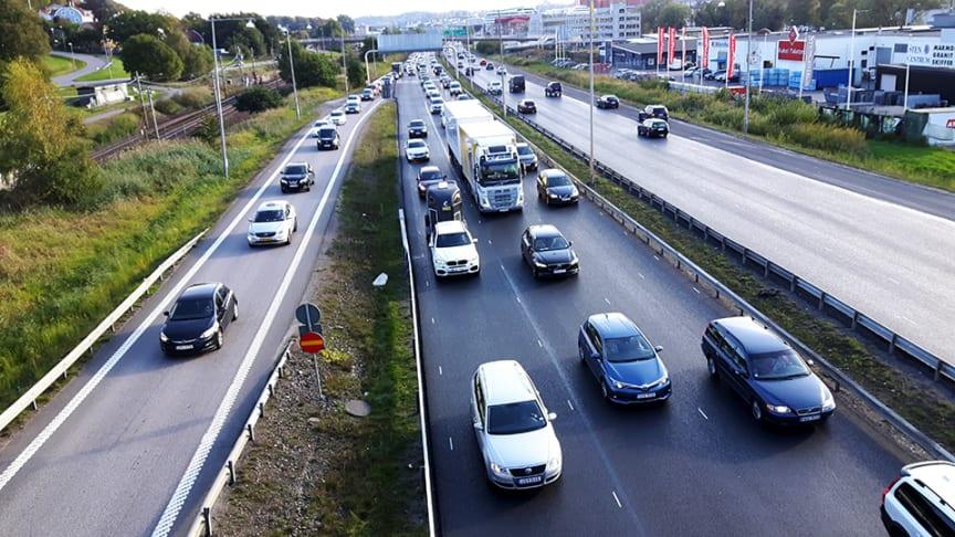 Ny Sifo-undersökning: Fyra av tio positiva till kilometerskatt för personbilar