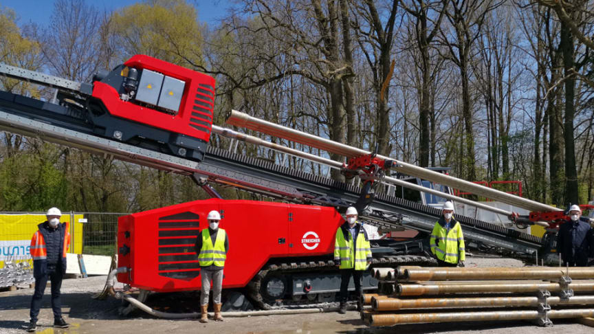 Der mächtige Spezialbohrer ist erstmals in Bayern im Einsatz. Sein Einsatz in Plattling dient der Stärkung des örtlichen Stromverteilnetzes und der Integration erneuerbarer Energien vor Ort.