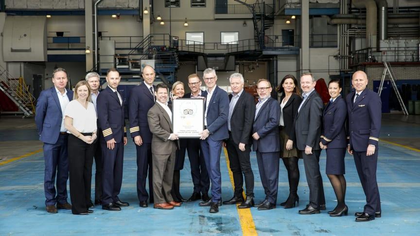 Hele Thomas Cook Airlines Scandinavia Ledergruppen sammen med de to tilrejsende fra TripAdvisor, Kevin Maloney og Katherine Clark
