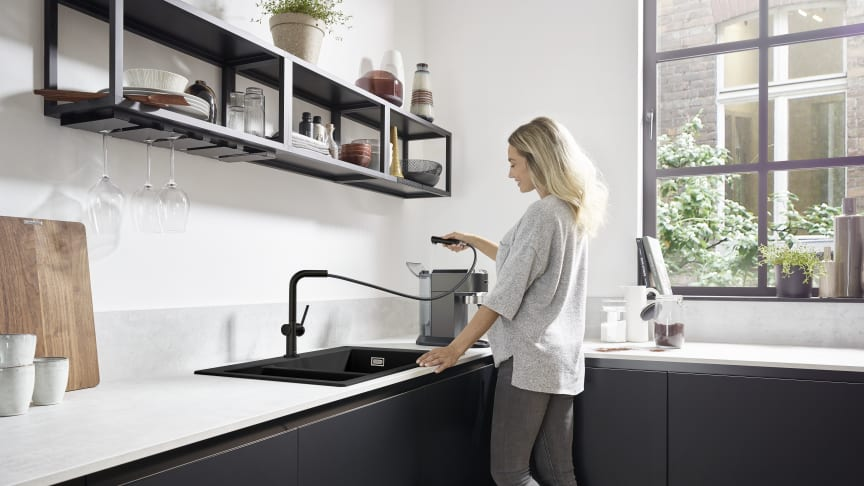 hansgrohe Talis M54 køkkenarmatur 270 med udtrækstud i mat sort overflade