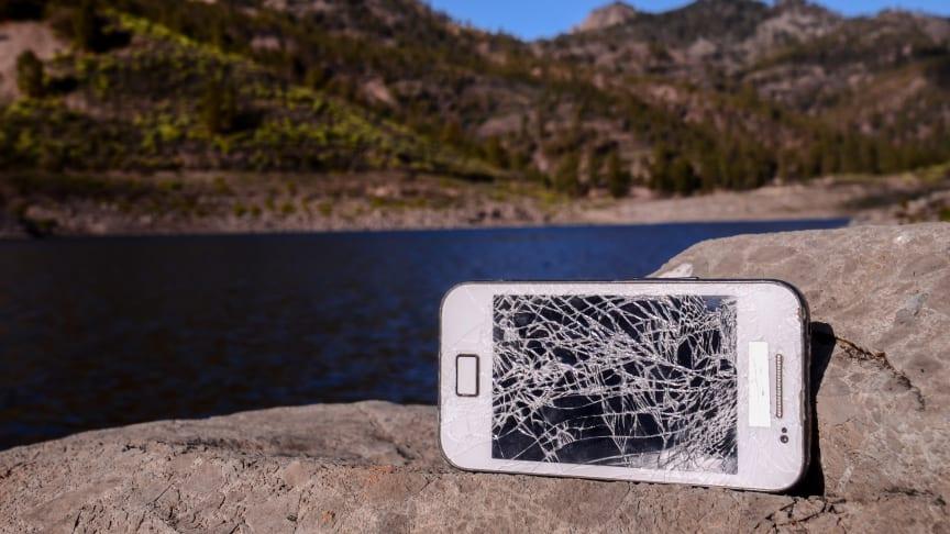 26 prosent av alle nordmenn har ødelagt mobilen sin i løpet av det siste året, viser ny undersøkelse.