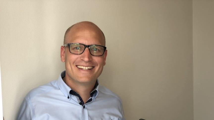 Lars Bratli i Trainor er positivt overrasket over hvor mange som tar e-læringskurs direkte fra mobilen. Foto: Trainor AS