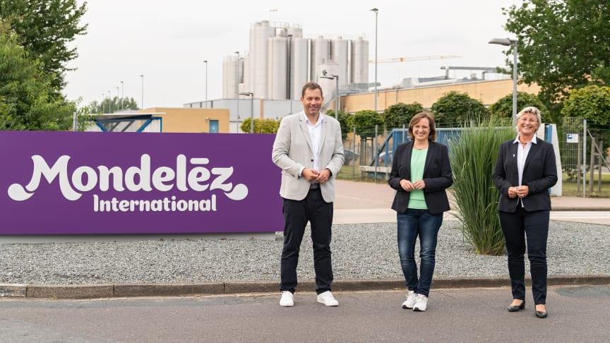 Das Investment in den Standort Bad Fallingbostel gab die Werksdirektorin Kerstin Picker-Münch (mi.) in einem Hintergrundgespräch mit Bundestagsabgeordneten Lars Klingbeil (li.) sowie Karin Thorey, Bürgermeisterin Bad Fallingbostel (re.), bekannt.