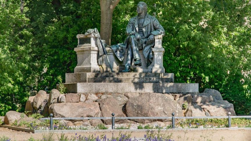 Das Fontane-Denkmal in Neuruppin. in diesem Jahr jährt sich Fontanes Geburtstag zum 200. Mal. Foto: TMB-Fotoarchiv/Steffen Lehmann.