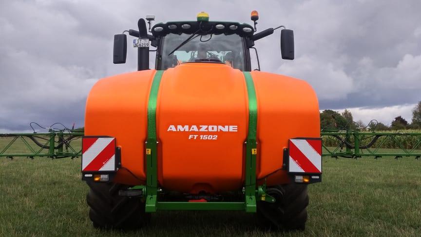 I kombination med Amazone fronttank FT 1502 och UF 2002 kan tankvolymen utökas till 3500 liter.