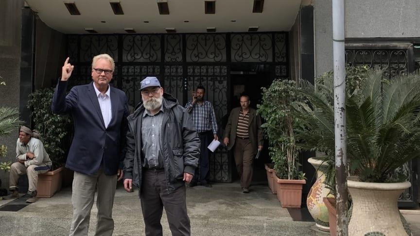 Lks.: Jürgen Ortmüller (WDSF) und Andreas Morlok (ProWal) vor dem Umweltministerium in Kairo - Foto: WDSF/ProWal (für Redaktionen frei verfügbar)