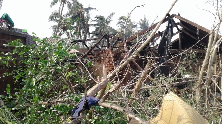 Stor förödelse efter cyklonen Fanis framfart.