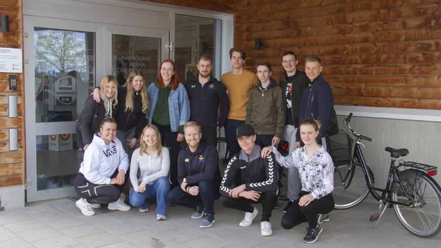 Våren 2019 fick curlinggymnasiets elever besök av världsmästaren Niclas Edin, som själv har gått på curlinggymnasiet, och hans lagkompis Rasmus Wranå.