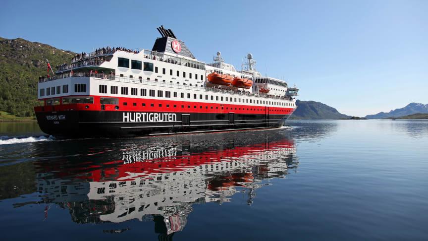 MS Richard With er ett av de to Hurtigruten-skipene som skal seile i den midlertidige reserveruten mellom Bodø og Kirkenes. Foto: HURTIGRUTEN