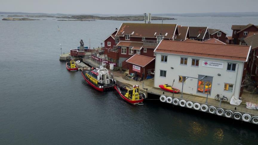 Det nya stationshuset på Käringön är klart för invigning, liksom den nya räddningsstationen i Uddevalla.