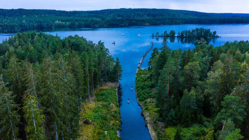 Att kombinera en aktiv semester i naturen med att äta och bo bra är en av de trender Göta kanal listar för i år.