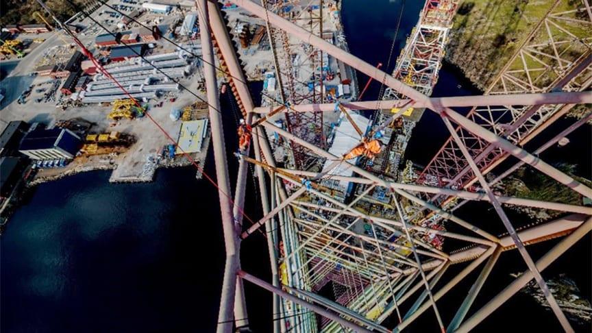Ikke for pyser: 180 m.o.h jobber tilkomstteknikere med inspeksjon samt diverse mekaniske arbeider.