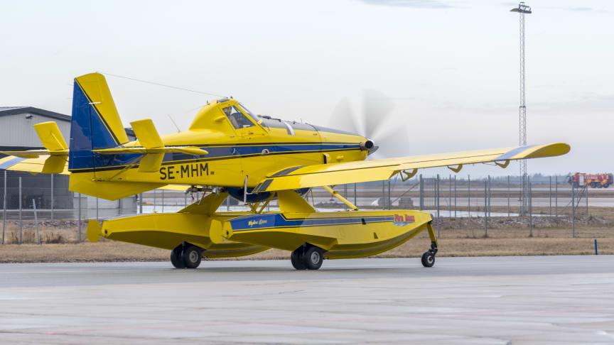 Mindre skopande flygplan för brandbekämpning