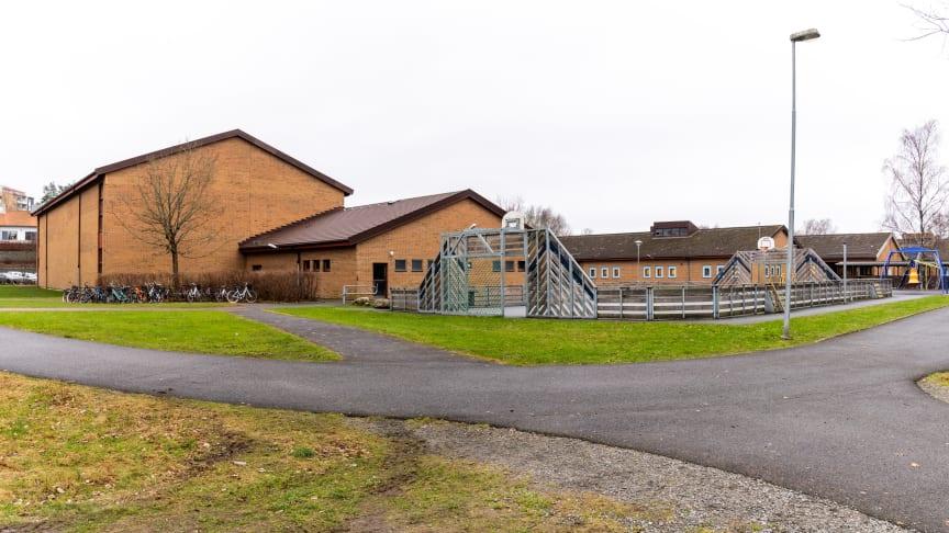Djupedalskolan i Mölnlycke får nu fjärrvärme levererad av Solör Bioenergi. Foto: Mattias Björlevik