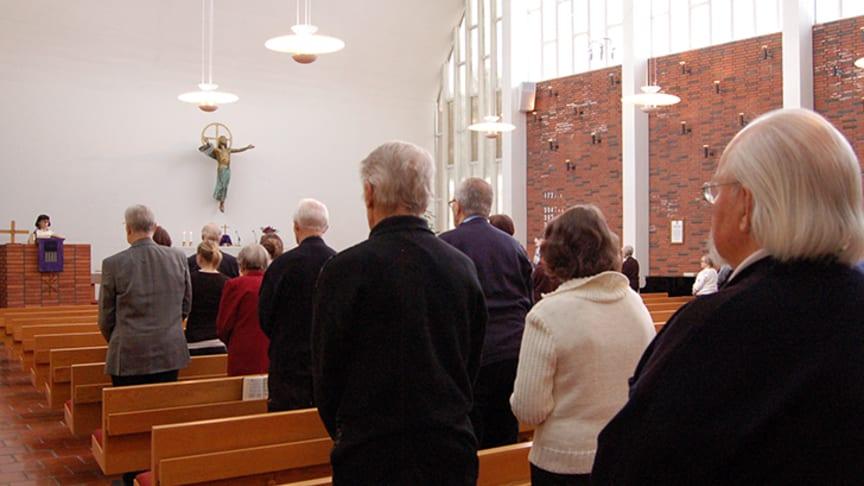 Messu Karjasillan kirkossa Oulussa. Kuva Sanna Krook/Kirkon kuvapankki.