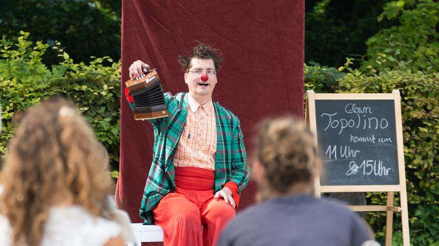 Clown Topolino beim Campus-Fest im Goetheanum-Gartenpark am 12. September 2021 (Foto: Xue Li)