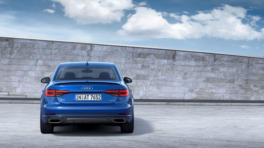 Audi A4 Limousine (ascariblå) statisk bagfra