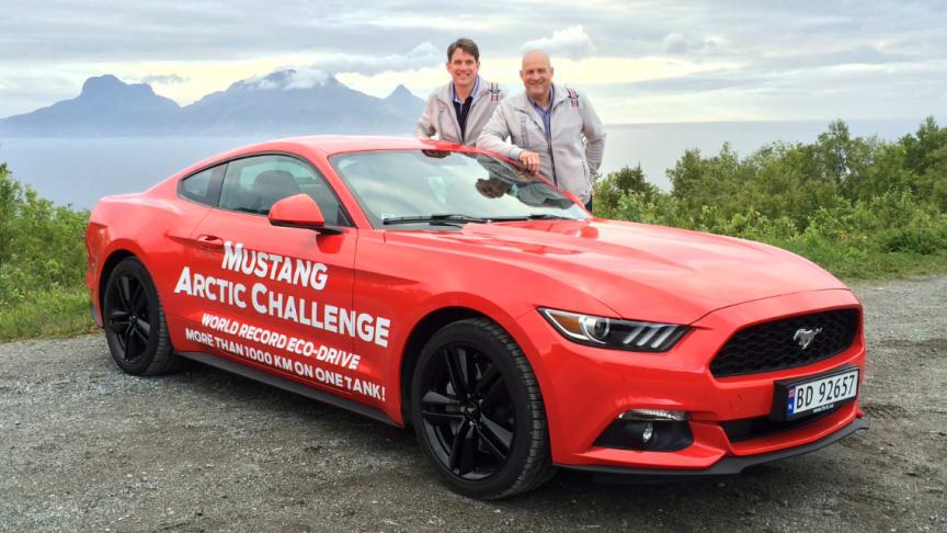 Knut Wilthil og Henrik Borchgrevink vil sette verdensrekord med sportsbilikonet Ford Mustang og gir leserne økokjøringstips om hvordan redusere drivstofforbruket.