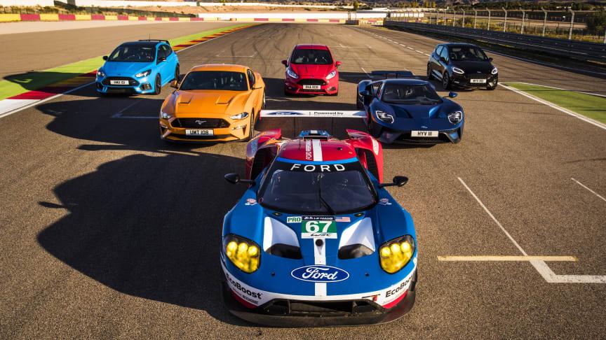 Ford Performance modellek küzdelme a győzelemért a Motorland versenypályán