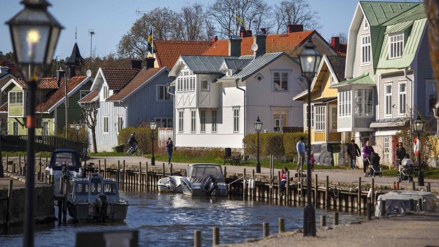 Bara drygt en av tre svenskar, 36 procent, anser att kommunen gör tillräckligt för att utveckla området de bor i.