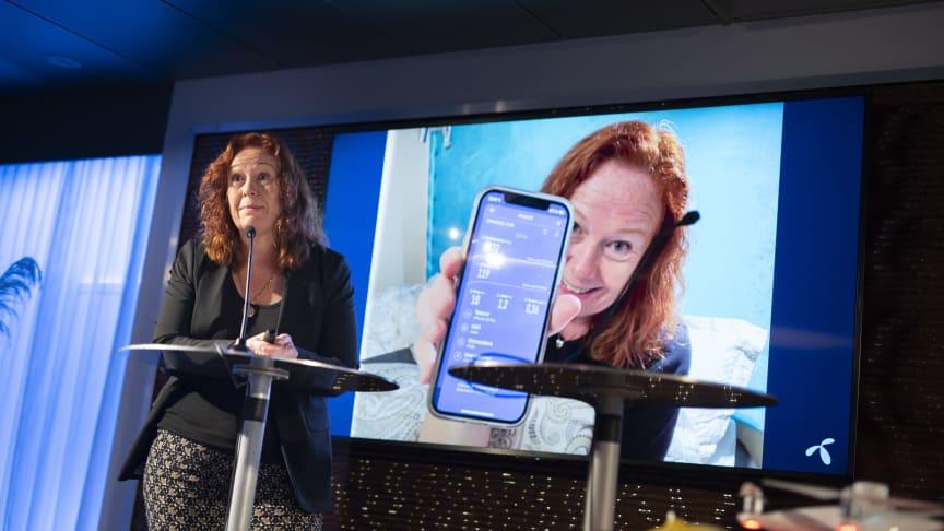 5G på soverommet: Teknologidirektør i Telenor, Ingeborg Øfsthus, er blant de i Norge som allerede har fått 5G. Her har hun tatt en hastighetstest på soverommet sitt – med resultat på over én gigabit pr. sekund. Foto: Martin Fjellanger