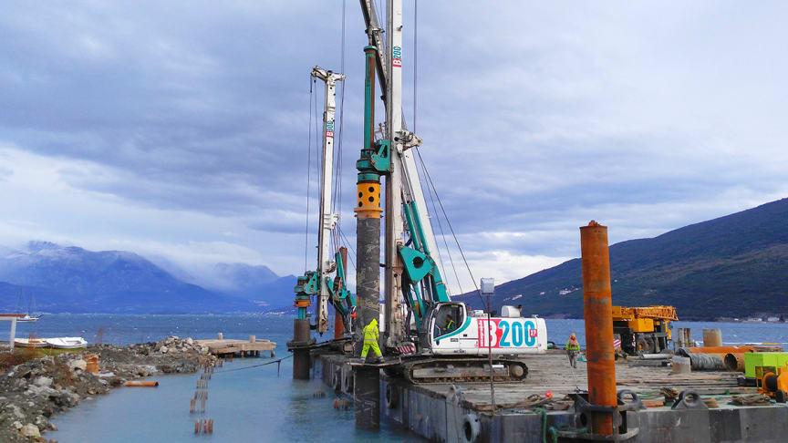 B200 är bara en av de många maskiner Casagrande kan erbjuda med > 12 meters slaglängd