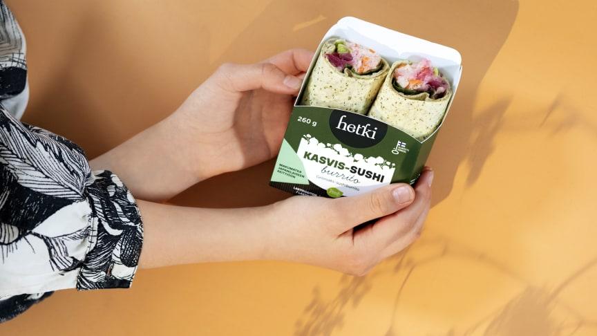 Sushiburritojen pakkaus mahdollistaa niiden nappaamisen evääksi vaikka puistoon tai lasten harrastuskentän laidalle.