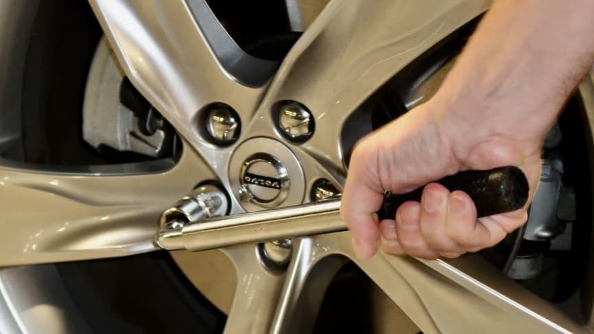 Hjulskift - du bør alltid etterstramme boltene