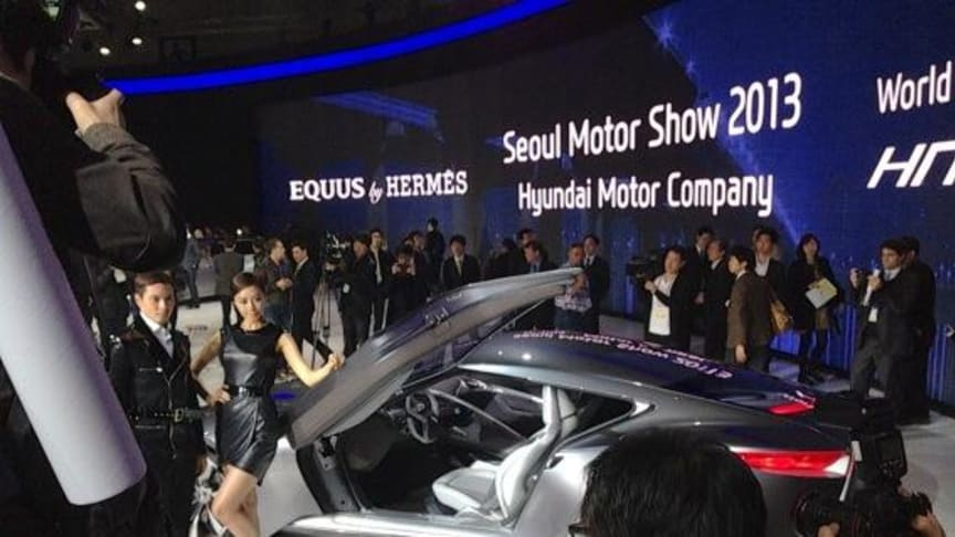 Hyundai viser sin luksuskupé, konseptbilen HND-9, på bilmessen i Seoul