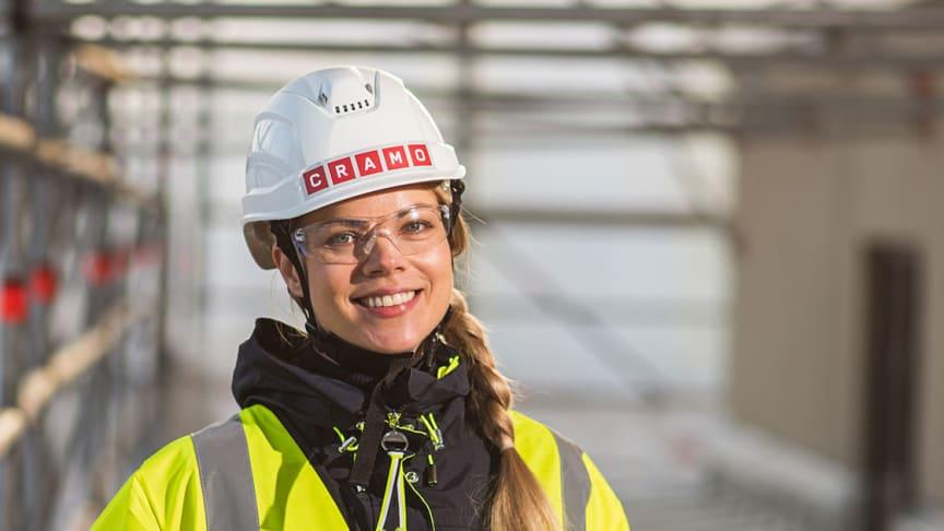 Sari Lindfors vastaa verkkopalvelun asiakaslähtöisestä kehitystyöstä Cramolla