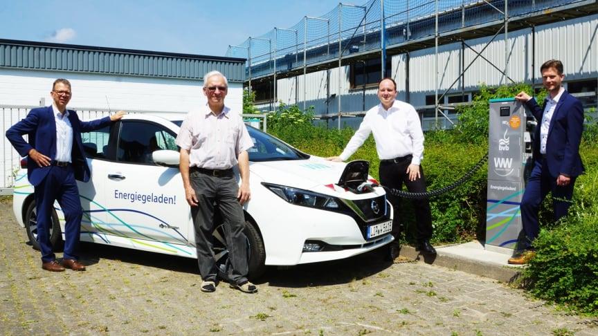 Bringen die E-Mobilität in Blomberg voran: Michael Wippermann (WW), Günther Borchard (Aufsichtsratsvorsitzender BVB), Bürgermeister Christoph Dolle und Dirk Middendorf, Geschäftsführer BVB (v. l.). (Foto: brink-medien)