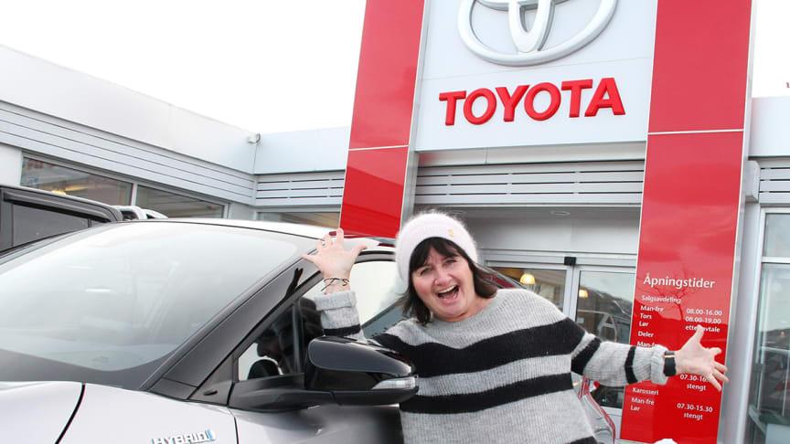 Tone-Lise Rudborg er lykkelig eier av nye Toyota C-HR