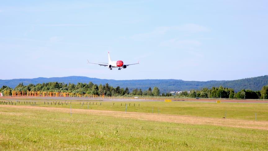 El primer Boeing 737 MAX de Norwegian, aterrizando en el aeropuerto de Oslo.