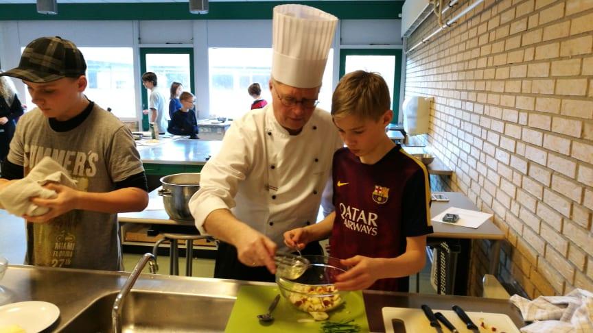 Kok Flemming Graff Horup har hjulpet med tilblivelsen af kogebogen Klima-glad-mad.