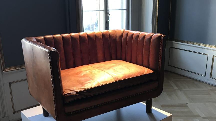 Vilhelm Lauritzen: A unique 1,5 seater sofa (1934). Estimate: DKK 200,000-250,000 (€ 27,000-33,500)